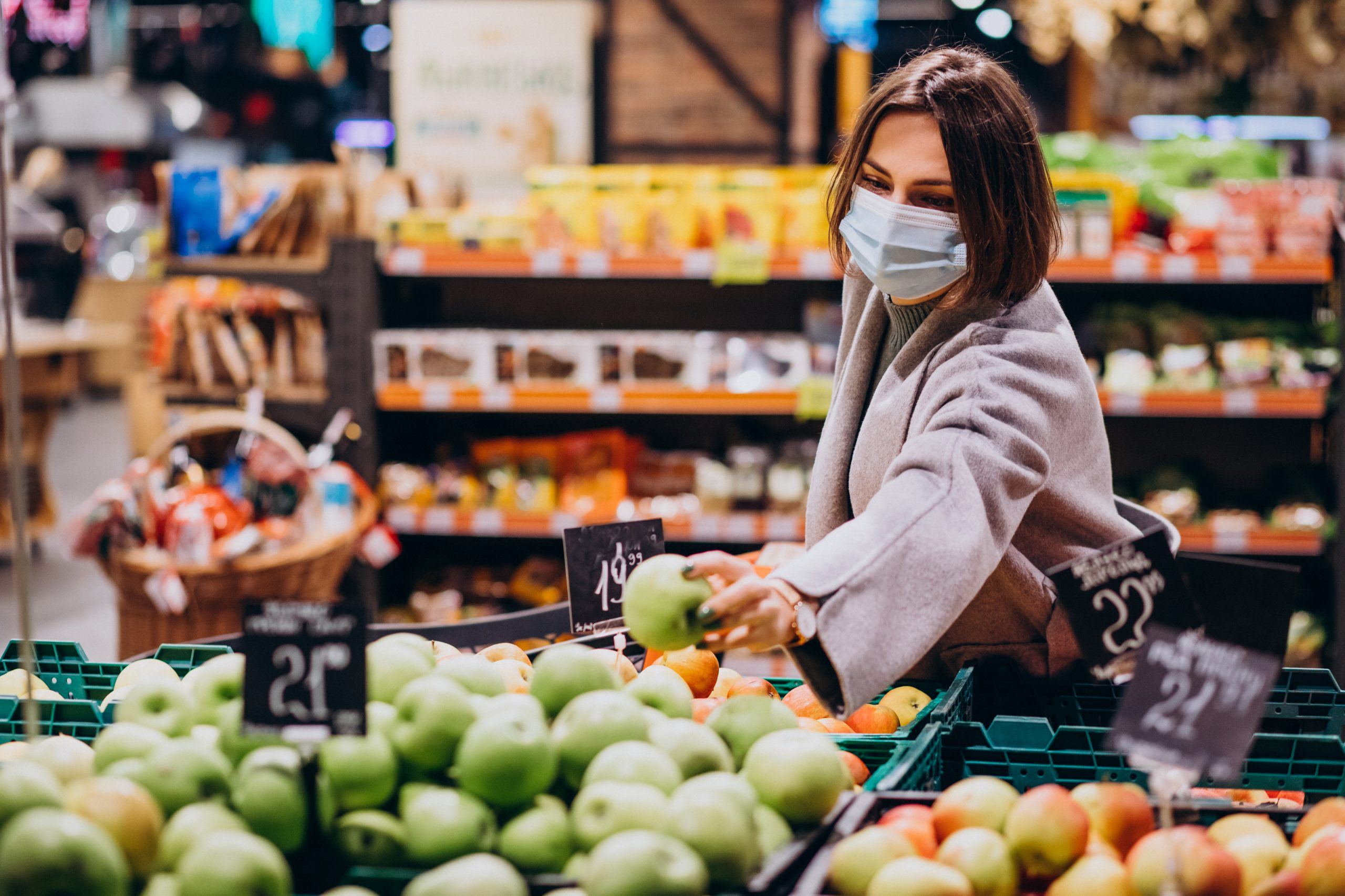 woman wearing face mask shopping grocery store scaled